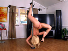 Kagney Linn Karter does an amazing pole dance