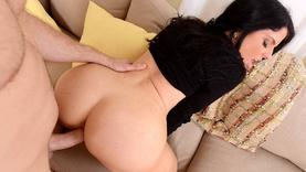 black hair slut makes perfect handjob