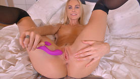pornstar in lingerie squirting